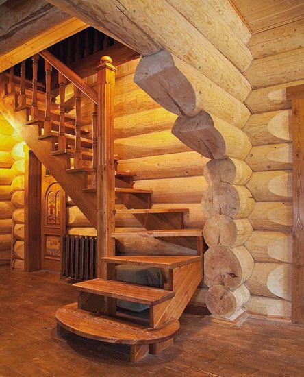 Деревянный дом из бревна кедра под ключ-фрагмент лестницы.  Лестница.